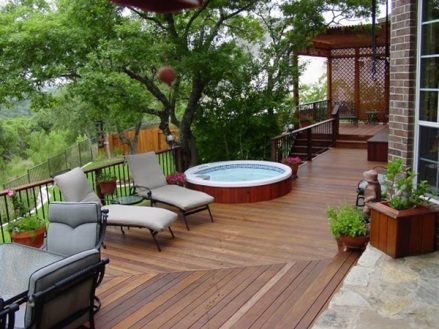 Where to Put Your Hot Tub? 5 Tips for Choosing the Right Spot