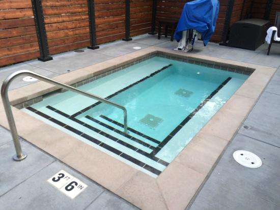 Using the sauna or hot tub at the gym here are some safety tips